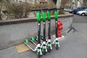 Trottinettes électriques libre-service Flash place Carnot-Lyon- Wikimedia Commons