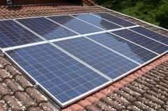 Installation de panneaux solaires : vous avez droit à des aides !