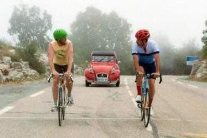 C'est sur une petite route de France, sur le col de Vence, que commence ce film de potes.