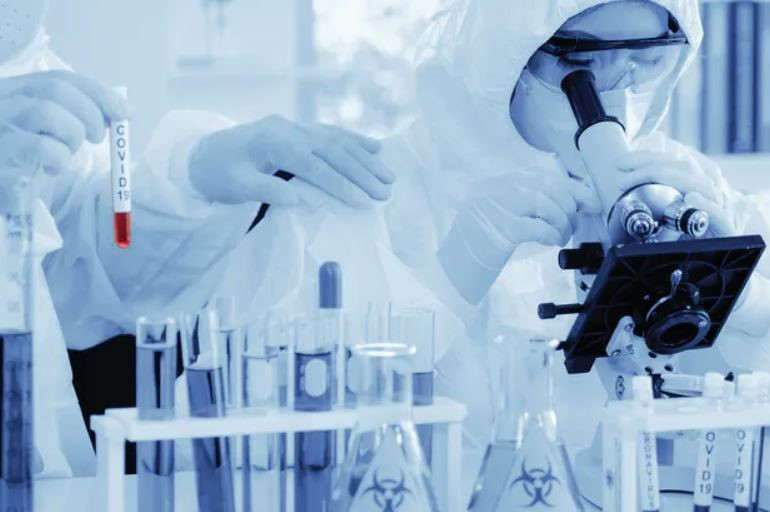 De nombreuses pistes encourageantes émergent pour combattre le coronavirus, mais elles doivent encore passer les essais cliniques. Shutterstock