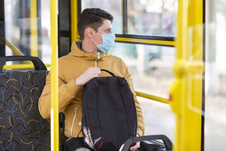 deconfinement-covid-19-homme-bus