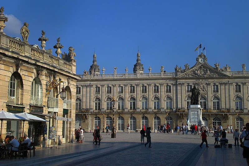 Nancy : place stanislas, rue Heré (wikipedia)