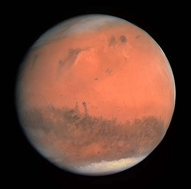 mage en couleurs réelles de Mars prise par l'instrument OSIRIS à bord du vaisseau spatial Rosetta de l'ESA lors de son survol de la planète en février 2007. ESA & MPS for OSIRIS Team, CC BY-SA