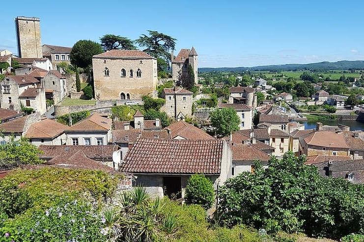 Les Britanniques préfèrent la Dordogne. (puy l'évêque (Pikist)