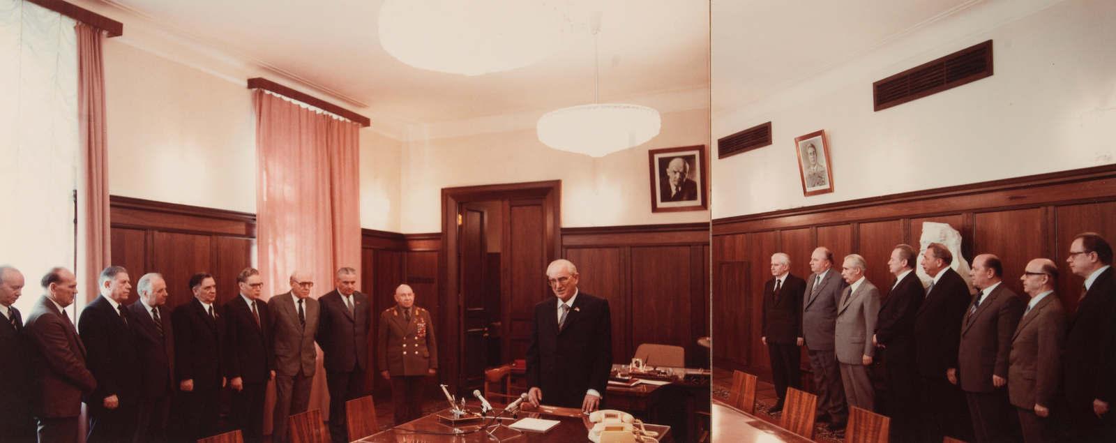 Rarissime photographie inédite du « collegium » du KGB (URSS) datant de 1982