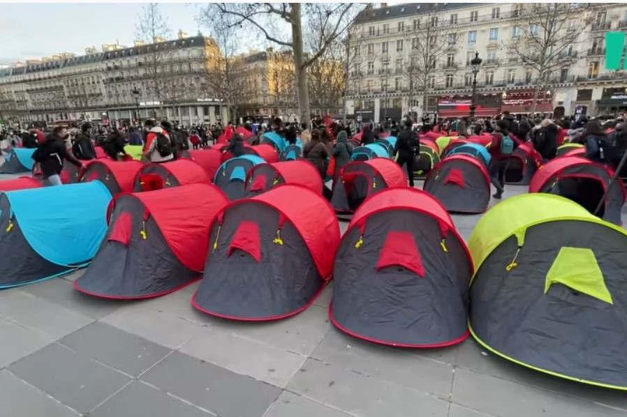 300 migrants place de la République-2