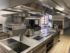 Cuisine avec 4 postes de travail indépendants
