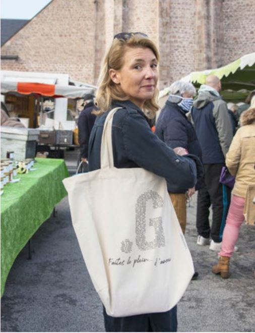 « En créant ce sac, j'ai pensé à mes amis restaurateurs en détresse et j'ai souhaité transmettre un message positif en cette période difficile. » Lorraine Roussat, porteuse du projet-2