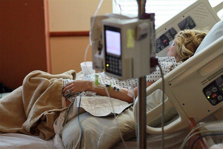 Chambre hopital patient alité