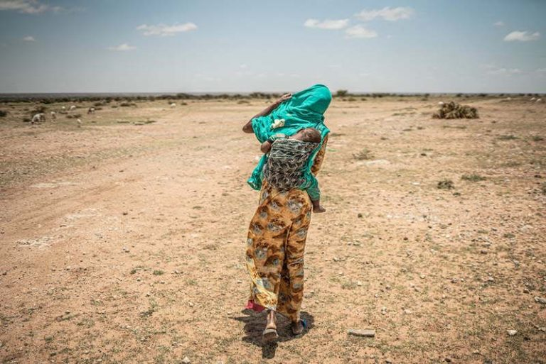 Dans la région de la Corne de l'Afrique, des épisodes de sécheresse intense survenus en 2011, 2017 et 2019 ont décimé les cultures et le bétail et entraîné de graves pénuries alimentaires et d'eau. (Photo : Pablo Tosco/Oxfam)