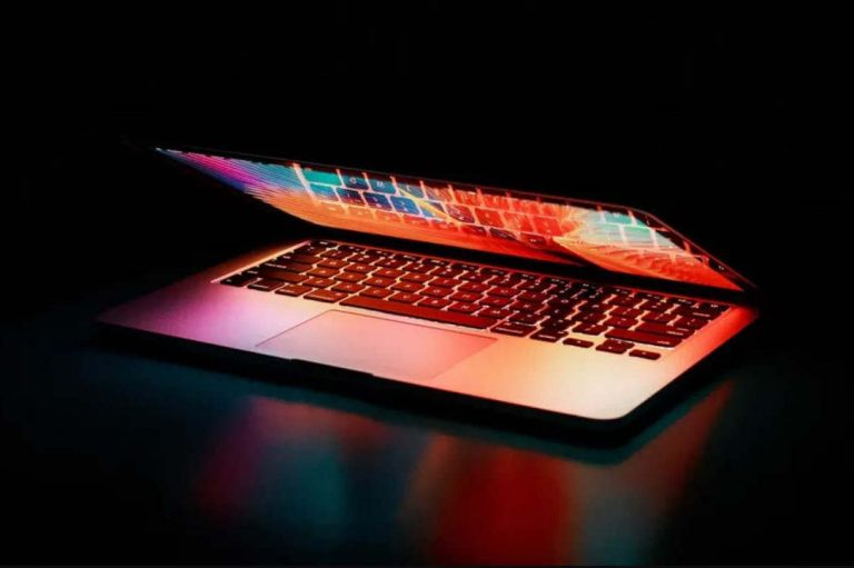 Cyberharcèlement, contact avec des inconnus, utilisation de sexting et usage de la pornographie : un adolescent sur cinq serait concerné par l'un de ces risques. Pexels, CC BY