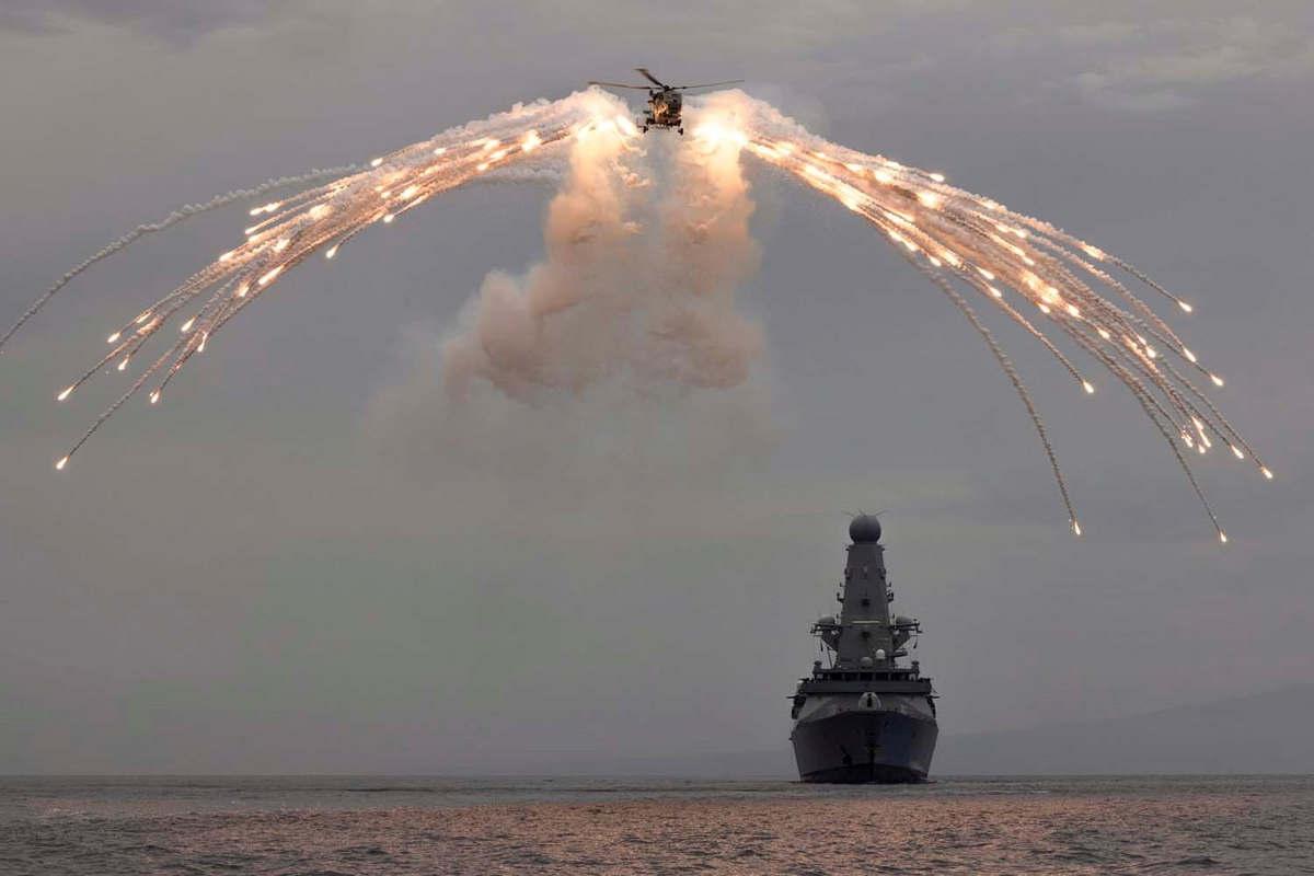 HMS Defender a franchi la frontière maritime de la Russie en mer Noire-2