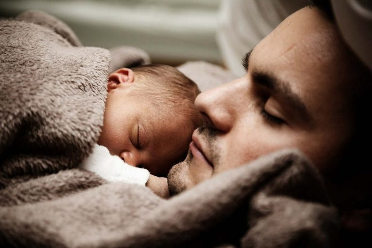 Papa et bébé (Pixabay)