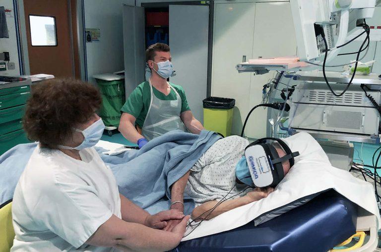 Coloscopie réalisée sous hypnorelaxation par le Dr Julien Sitte et Annick Sublon (Photo CHRU Nancy)