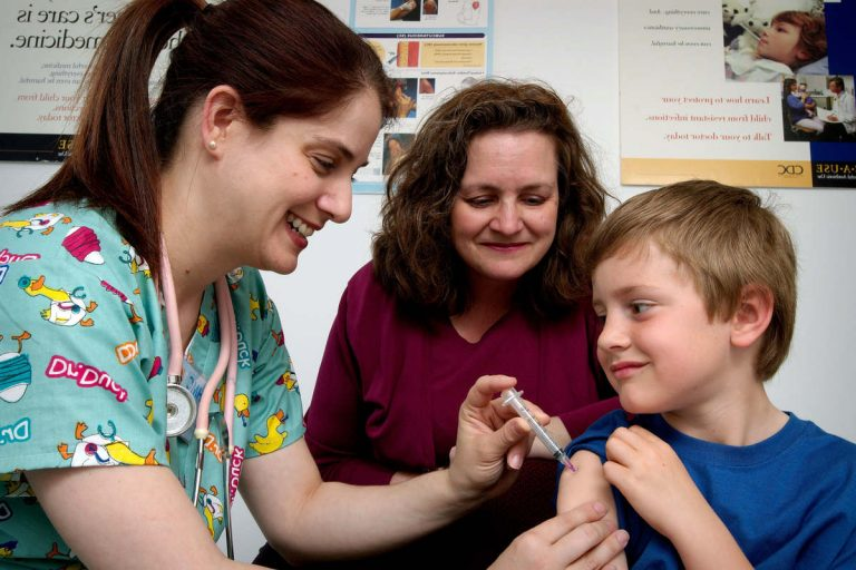 Vaccination- Photo par James Gathany, Judy Schmidt, USCDCP de Pixnio