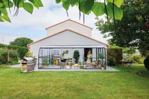Un abri-terrasse pour vivre dehors et dedans (photo Gustave Rideau)